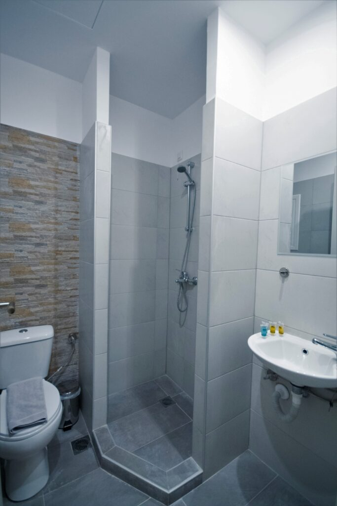bathroom-full-view
